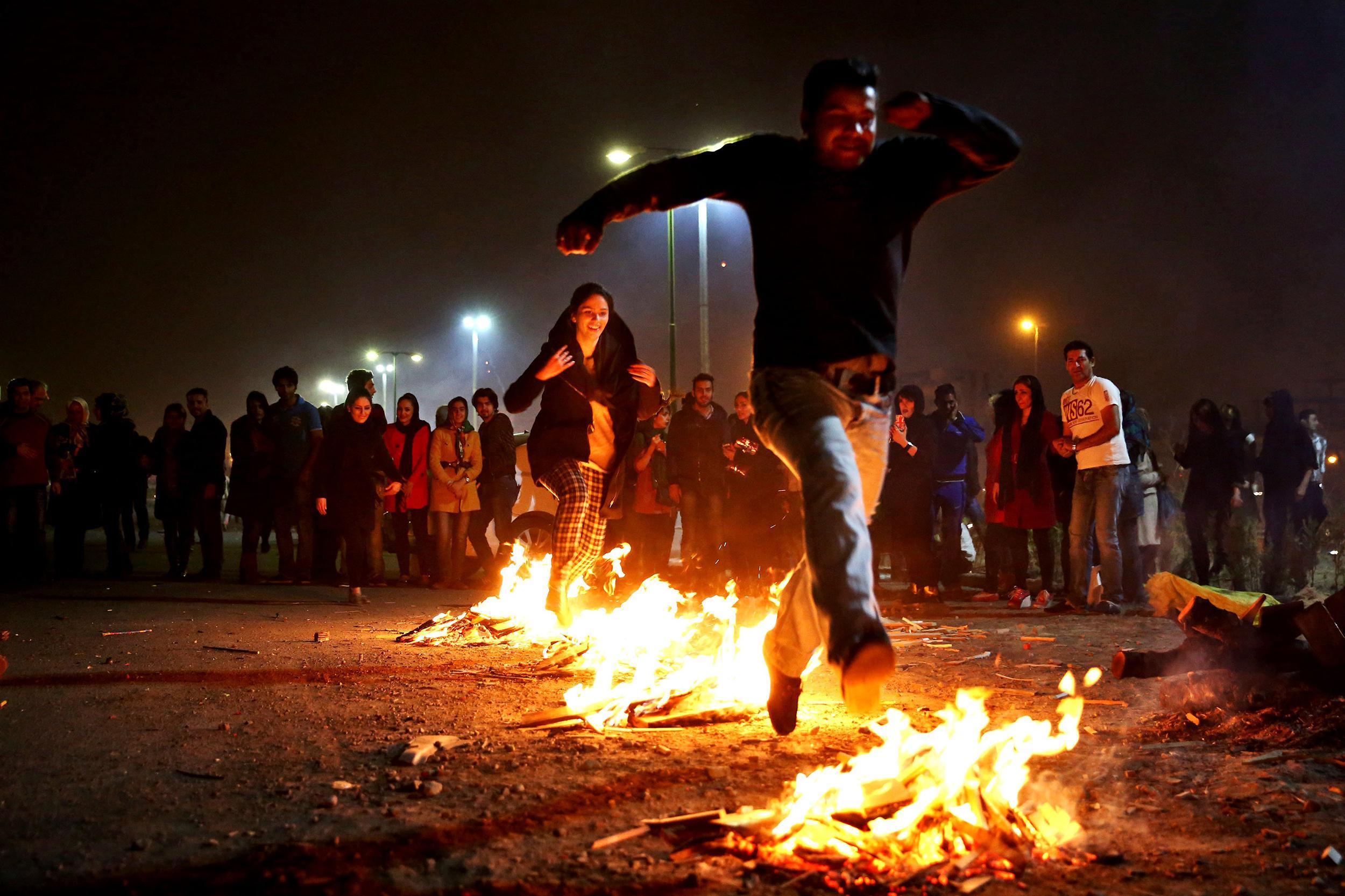 Все, что вы хотели знать про иранский Новый Год: огненная среда