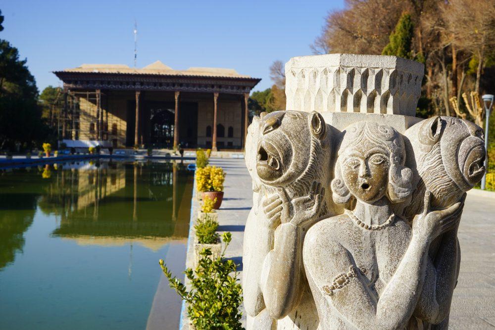 Что посмотреть в Исфахане: сад во дворце Чехель Сотун. Про Иран в блоге bazariran.ru