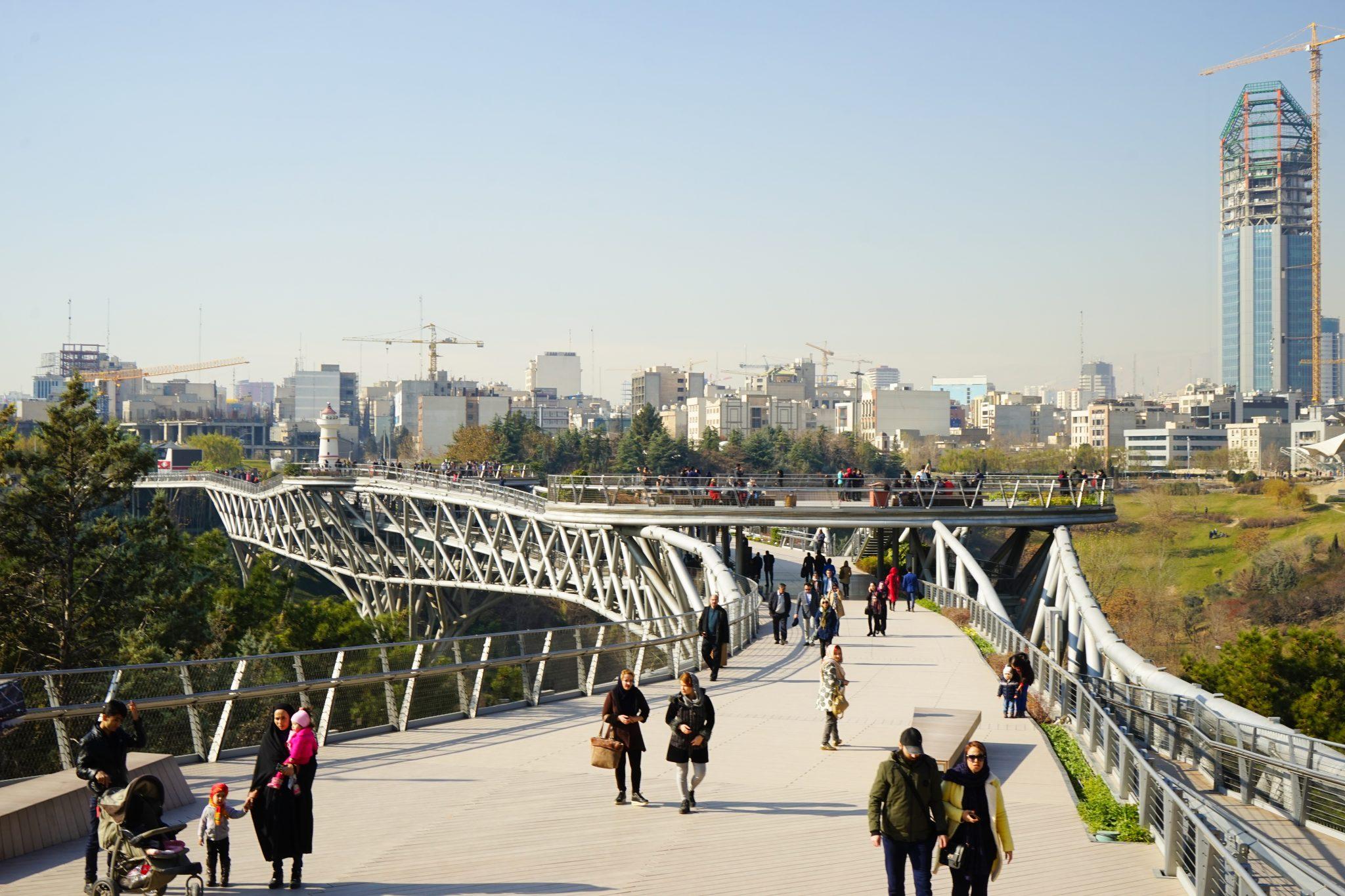 Что посмотреть в Тегеране: мост Табиат. Еще больше про Иран в блоге Bazariran.ru