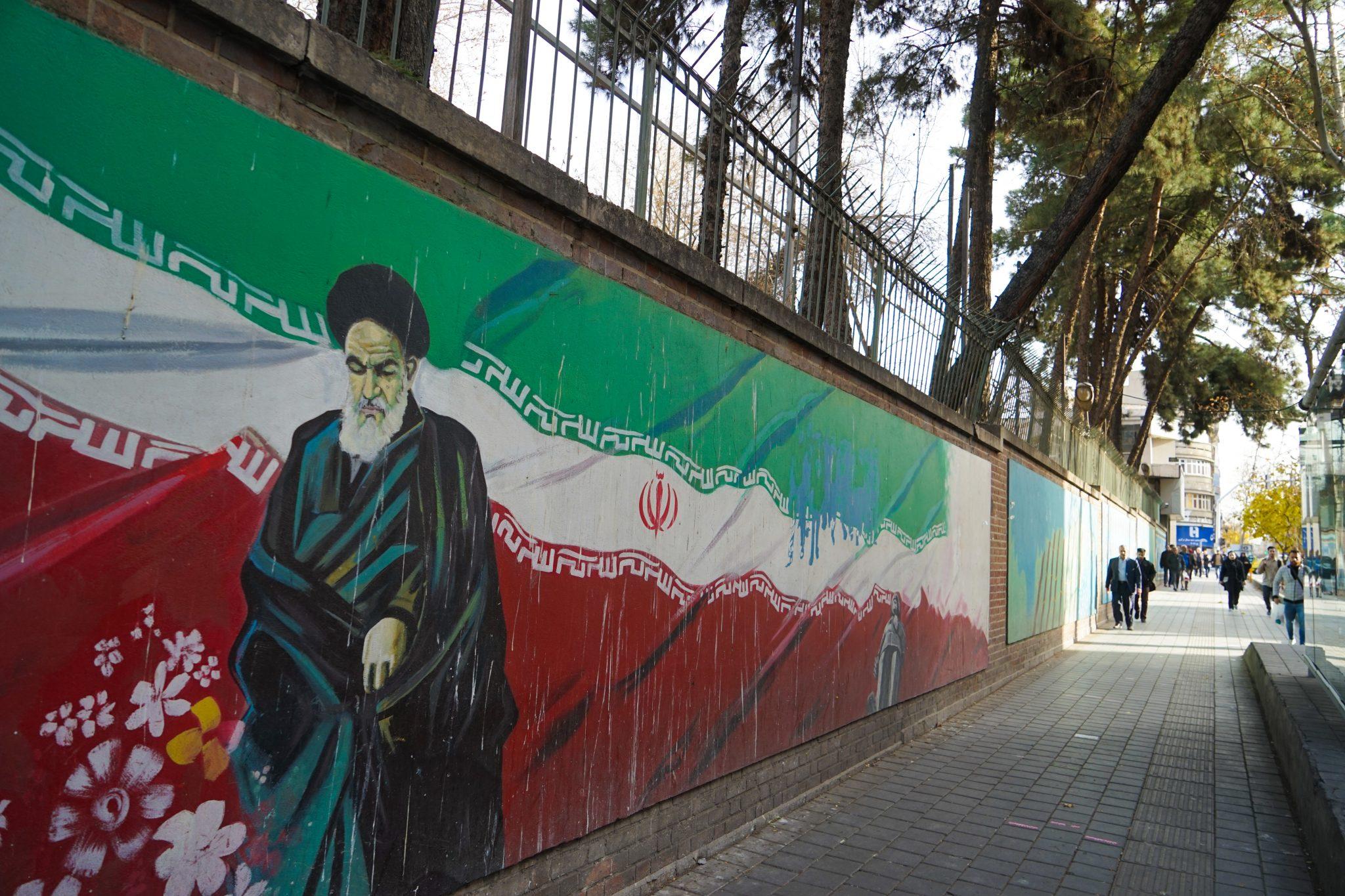 Что посмотреть в Тегеране: графити на улицах. Еще больше про Иран в блоге Bazariran.ru
