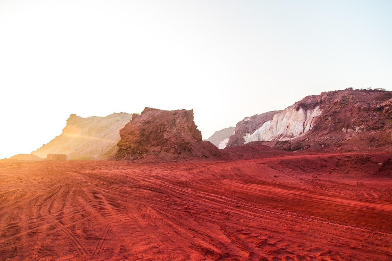 Красный остров Ормуз в Персидском заливе, Иран. Фото для блога bazariran.ru