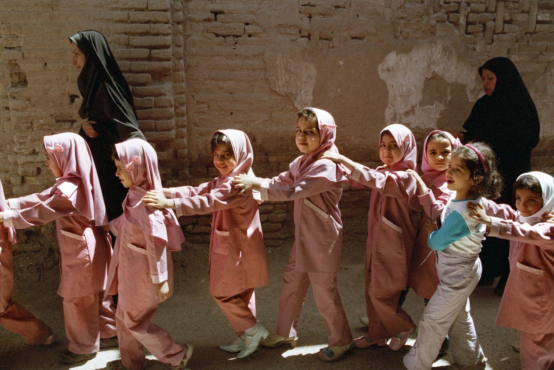 Школьницы в Кашане, Иран. Фото для блога bazariran.ru