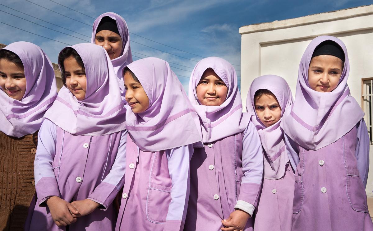 Как одеваются школьницы в Иране. Фото для блога bazariran.ru