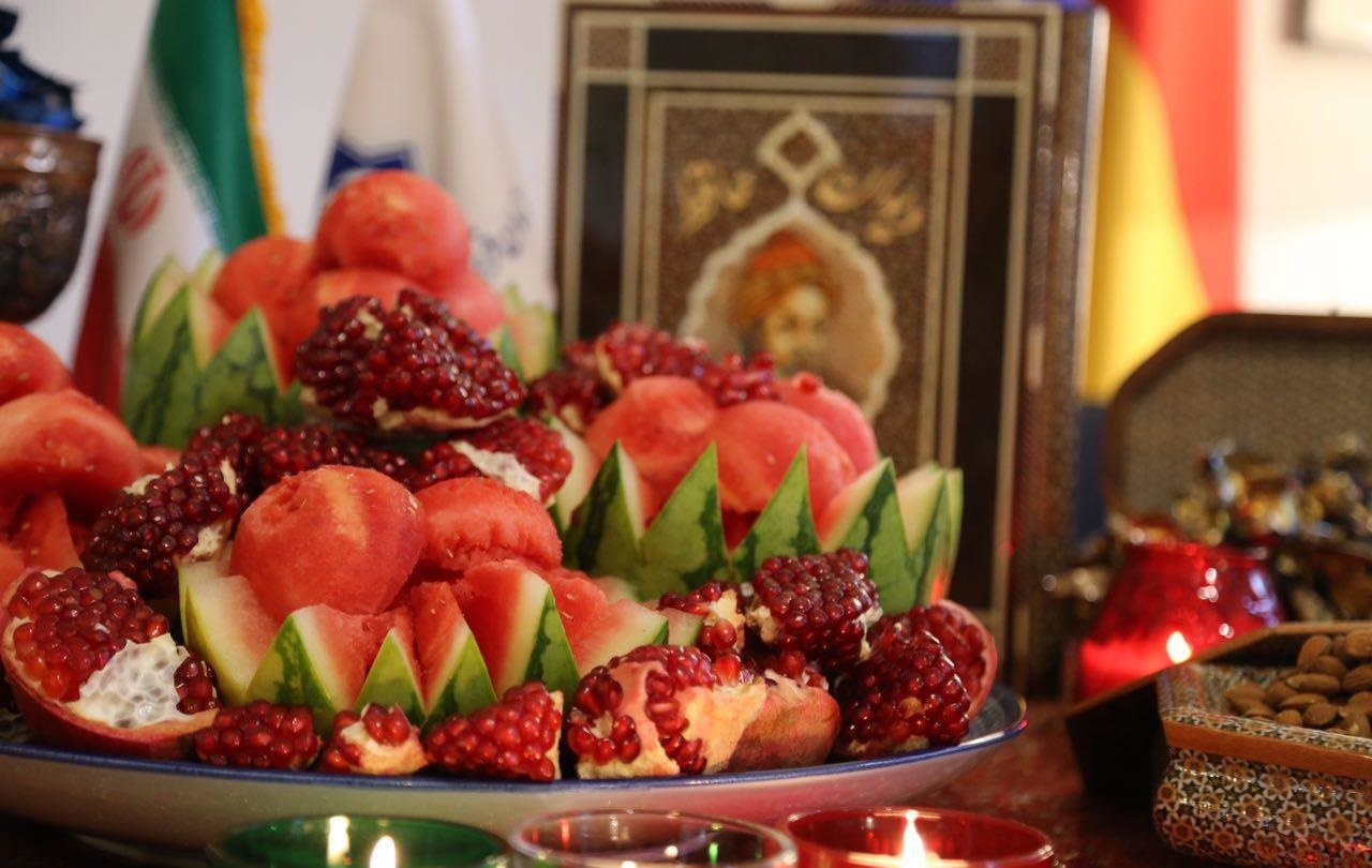 Арбуз и гранаты - символы праздника ялда в Иране.